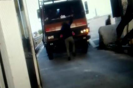 Truck Runs Over Driver To Cross Toll Plaza First In UP - Sakshi