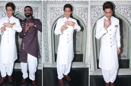 Shah Rukh Khan Recalls His Visit ToTajMahal With First Salary - Sakshi