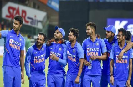 IND VS NZ 1st T20: Virat Kohli Is Set To Take Some Tough Calls - Sakshi