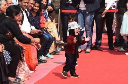 Little Mufflerman Wins Hearts At Kejriwal swearing In Ceremony - Sakshi