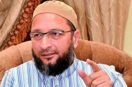 Asaduddin Owaisi Slams Aadhaar Notices To Hyderabadis - Sakshi