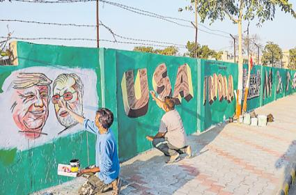 Why Narendra Modi Make Walls In Ahmedabad - Sakshi