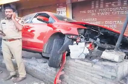 Over Speed Killed Three People In Hyderabad - Sakshi
