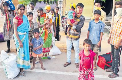 14 coolies on Padayatra from Kamareddy to Mahabubabad - Sakshi