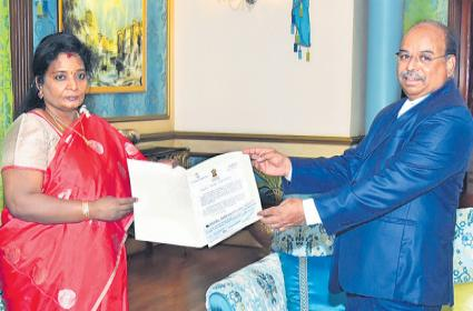 Tamilisai Soundararajan Donated Her One Month Salary To CMRF - Sakshi