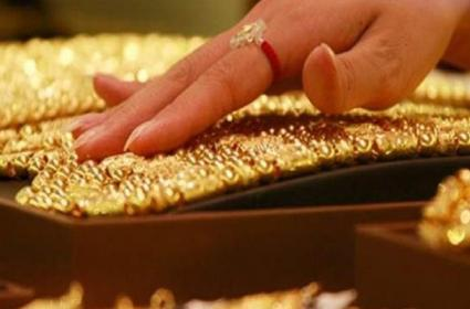 Yellow metal gains amid mounting recession fears can we buy - Sakshi