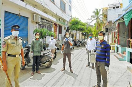 Coronavirus: High alert of police in AP - Sakshi