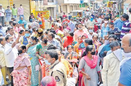 Old City People Fear on Delhi Visitors Positive Cases - Sakshi