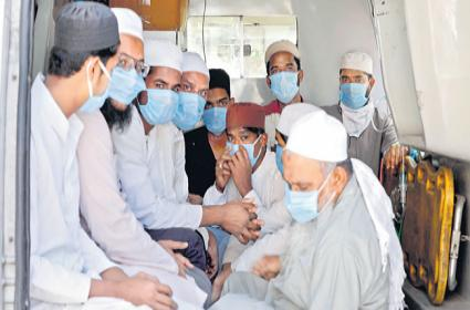 960 foreigners linked to Tablighi Jamaat blacklisted - Sakshi