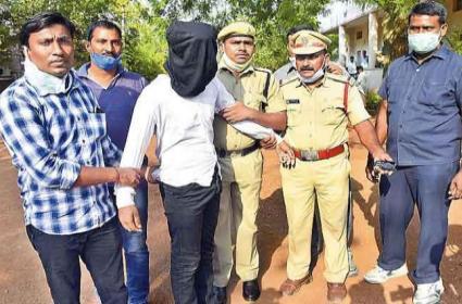 Police Scene Reconstruction on Sanjay Kumar Yadav At Warangal - Sakshi