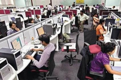 IT Employees Crowd The Job Street - Sakshi