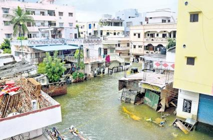 Many Colonies Still Underwater In Hyderabad - Sakshi