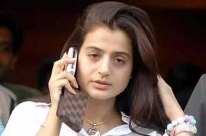 Actor Ameesha Patel Says Felt Unsafe in Bihar Campaign Trail - Sakshi