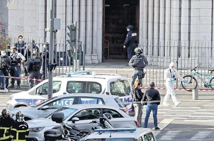 France Attack Victim Before Demise Tell Her Children She Loves Them - Sakshi
