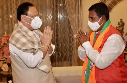 TRS Leader Swamy Goud Jions BJP In Presence Of JP Nadda - Sakshi