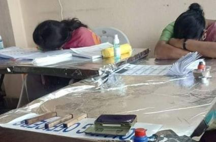 GHMC Elections 2020: Polling Staff Fell Asleep - Sakshi