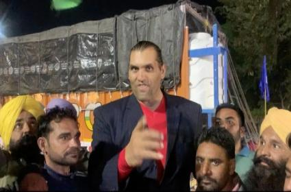Professional Wrestler Khali Backs Farmers Protest - Sakshi