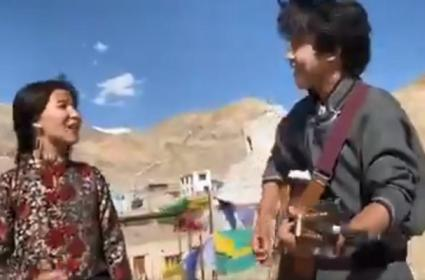 Raveena Tandon Shares Viral Video Sandese Aate Hain Song - Sakshi