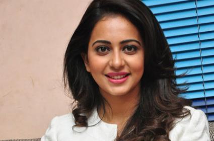 Rakul Preet Singh Said Her Favorite Food is Aloo Paratha And Gulab Jamun - Sakshi