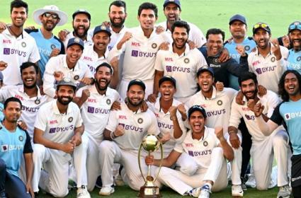 BCCI announces Rs 5 crore bonus for triumphant Indian team - Sakshi