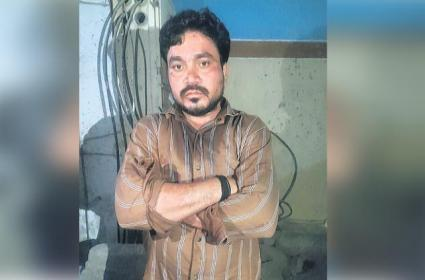 Husband Killed Wife In Hyderabad Over Suspects Wife - Sakshi