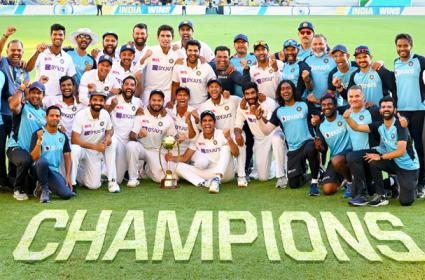 Anand Mahindra anounce SUV Cars gifts to Six Indian Cricketers  - Sakshi