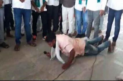 Turmeric Farmer Protest On MP Arvind Kumar Program - Sakshi