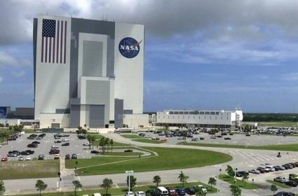 Bezos Two Billion Dollars Discount To NASA For Blue Origin Moon Lander - Sakshi