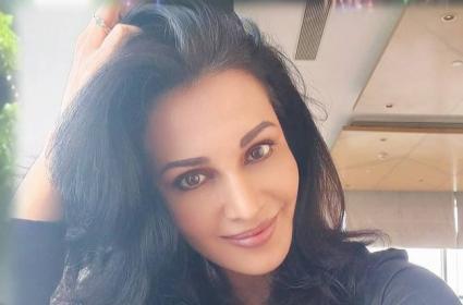 Raj Kundra Case: Actress Flora Saini Issues Clarification - Sakshi
