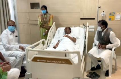 Etela Rajender Suffers High Fever, Take Break From Padayatra - Sakshi