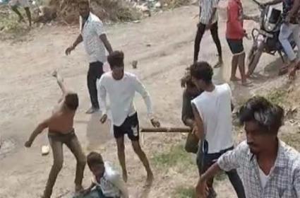 Two Friends Groups Clash In Kileshapuram On Friendship Day - Sakshi
