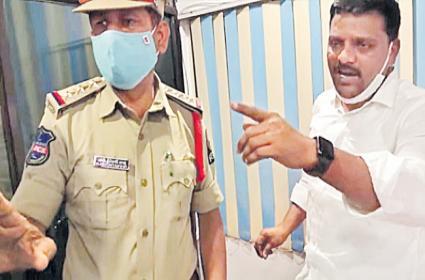 Police Raids Teenmar Mallanna Q News Office - Sakshi