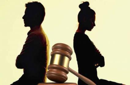 Husband Resquest To DNA Test In Kerala High Court - Sakshi