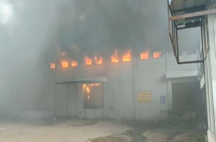 Fire Accident At Pedda Amberpet Hyderabad - Sakshi
