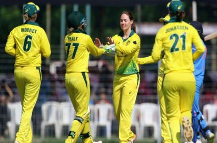 AUSW Vs INDW 1st ODI: Australia Cruise To 25th Straight Win, Beat India By 9 Wickets - Sakshi