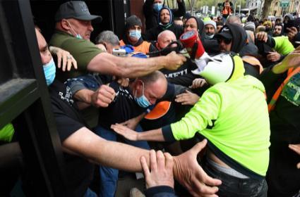 Protest Against Vaccine Mandate in Melbourne Australia Clash with Police - Sakshi