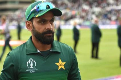 Mohammad Hafeez Gets Down with Food Poisoning - Sakshi