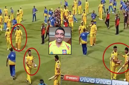 IPL 2021 RCB Vs CSK: Robin Uthappa Carries Bat Of MS Dhoni And Suresh Raina - Sakshi