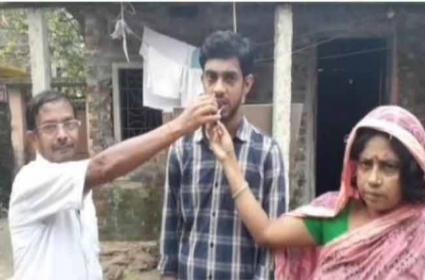 Cloth Vendors Son Crack UPSC Civil Services Examination In Bihar - Sakshi