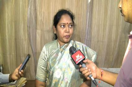 Sucharittha Comments After Meeting With 10 Naxal Hit States - Sakshi