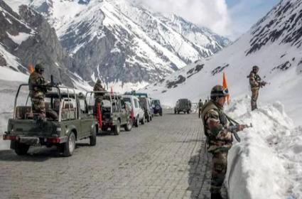 China intensified efforts deploy large-scale troops along border with India - Sakshi