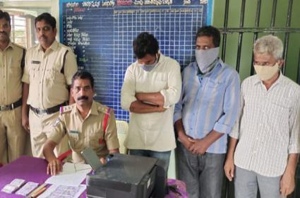 Man Arrested For Fake Money Printing Guntakal - Sakshi