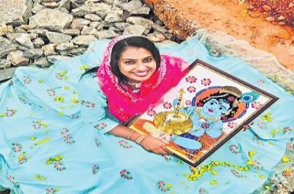 Kerala Muslim Woman Jasna Salim Presents Her Krishna Painting In The Temple - Sakshi