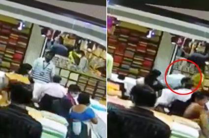 Shopping Mall Employee Dies Of Heart Attack In Khammam - Sakshi