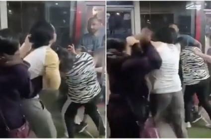 Viral: Woman Thrashes Husband Alleged Girlfriend In Gym In Bhopal - Sakshi