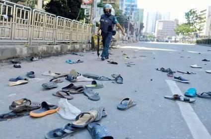20 Hindu homes torched by mob in Bangladesh - Sakshi