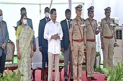 CM YS Jagan Gives 10 Lakh Grant To Covid Martyrs Family - Sakshi