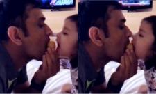 ms dhoni and daughter zivas attack besan ka laddoo