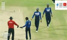 Sri Lanka's Chamara Kapugedera suffers horrific injury