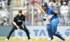 kohli dropped on 29 runs by Santner at cover